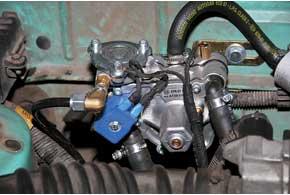 Компактный газовый редуктор в Lanos удобно крепится к стенке-перегородке моторного отсека невдалеке от правой амортизационной чашки.