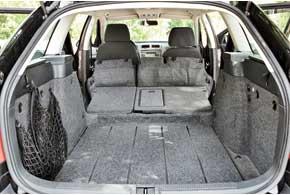 Багажник Octavia Scout – один из наиболее вместительныхсреди  универсалов гольф-класса– 580/1620лпротив 500/1590 л в Opel Astra, 475/1525 л у Ford Focus и520/1600 л уRenault Megane.