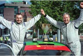 Штурман известного прибалтийского пилота Саулюса Гирдаускаса – Адриан Афтаназив (слева) – первый украинец, ставший абсолютным чемпионом Литвы по ралли.