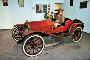 Американский Hupmobile с4-цилиндровым 20-сильным мотором испартанским кузовом– одна изпервых моделей марки.