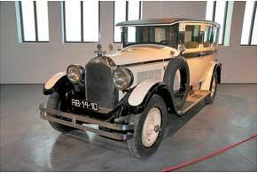 Американский Graham-Paige с 3,5-литровым V6.