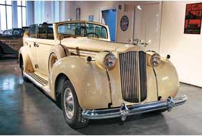 Packard Twelve сэлегантным кузовом кабрио-лимузин.