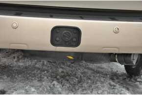 Заправочный вентиль без каких-либо хитростей врезали в задний бампер.