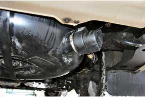Газовый торроидальный баллон для наружного размещения под полом багажника имеет нетакую конструкцию, как внутренний, поскольку внем мультиклапан устанавливается сбоку.