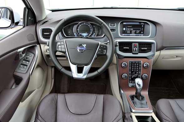 Тест-драйв Volvo V40