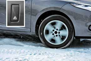 Протоивобуксовочная система отключается. Это помогает авто выехать из глубокого снега, когда нужно выгрести из-под колес снег и грязь.