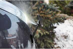 Ксеноновые фары омываются собственными омывателями каждый раз при орошении стекол (при включенном свете). Правда, надо следить за уровнем жидкости вбачке (индикатора нет).