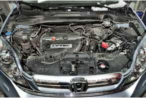 Большинство CR-V  оснащено бензиновыми моторами  2,0 и 2,4 л.  Турбодизели 2,2 л встречаются крайне редко – их неофициально завозили «серые» дилеры.