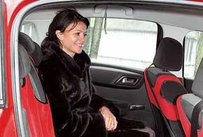 По просторности галерки оба авто схожи– места для ног достаточно даже  высоким людям, а по ширине смогут усесться три человека средней комплекции.