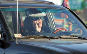 Очень актуален узаконенный в ПДД запрет на разговор за рулем по мобильному телефону.