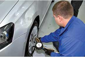 Вероятность повреждения шин и дисков можно уменьшить путем некоторого увеличения давления – на 0,3-0,5 бара (или др. ед. измерения).