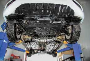 Кошмаром нашей зимы для Civic была глубокая колея. Нолишь до тех пор, пока не заменили пластиковую защиту на металлическую. Подвеска справляется даже с большими ямами, да и шины 205/55 неслишком низкие.