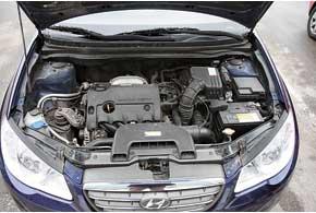 Для Elantra предназначены два бензиновых двигателя объемом 1,6 л и 2,0л и две коробки передач – «механика» «автомат».
