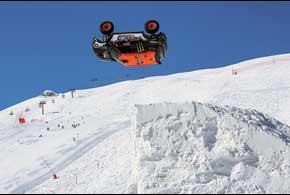 Чемпион мира 2009 года по ралли-рейдам француз Герлен Шишери стал первым человеком в мире, сделавшим сальто на автомобиле.