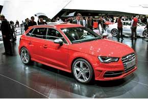 Представитель «заряженных» хэтчбеков – Audi S3 Sportback. 300-сильный двухлитровый мотор разгоняет машину до сотни за 5 сек.