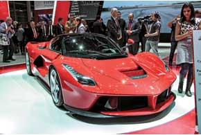 Гибридный суперкар с«двойным» названием Ferrari LaFerrari является преемником модели Enzo.