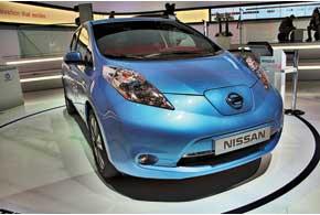 Nissan Leaf обновили каквнешне, таки технически: новинка получила около 100 изменений.