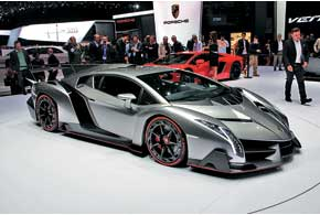 Суперэксклюзив: Lamborghini Veneno выпущен в трех экземплярах по3млн. евро каждый.