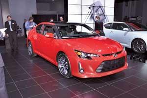 Американский бренд корпорации Toyota – Scion – презентовал новую версию своего купе tC. У модели – новые «острые» фары и радиаторная решетка.