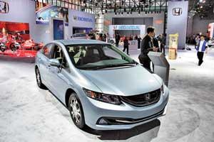 Седан Honda Civic, который появится вУкраине в середине 2013 года, изменился внешне, а его салон стал привлекательнее.
