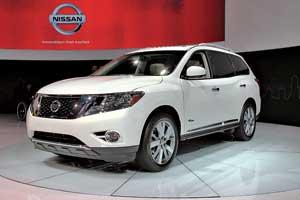 Гибридный Nissan Pathfinder оснащается 2,5-литровым силовым агрегатом и 20-сильным электродвигателем. Его средний расход топлива – 9,0 литра на 100 км.