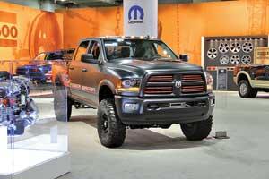 Большие внедорожники, SUV и пикапы, которые в Америке подпадают подопределение Truck, стояли в отдельном помещении автосалона, нанулевом уровне, напоминающем большой подземный паркинг.