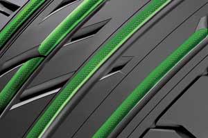 Сферические углубления, подобные поверхности мяча для гольфа, встенках продольных ребер улучшают акустический комфорт шины.