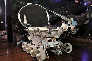 Макет «Лунохода-2», проехавшего поповерхности Луны 35 км.