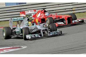 Mercedes тоже дал повод для разговоров о заговоре: тогда как Росберг сошел из-за странной поломки подвески, Хэмилтон закончил гонку натретьем месте.