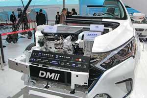 BYD Qin получил гибридную силовую установку мощностью 223кВт (303л.с.). Запас хода на электротяге составляет до 50 км. Qin разгоняется до «сотни» за 5,9с, максимальная скорость составляет 185 км/ч, а расход топлива – всего 2,0 л/100 км.