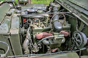 Мощному двигателю (60 л. с.) требовался высокооктановый бензин.