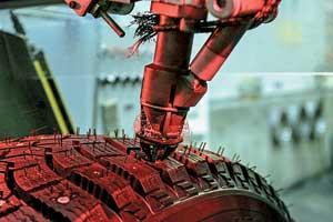 Зимние модели шипуют на месте. Операция доверена роботу слазерным наведением – настолько важна точность этой процедуры для правильной установки шипа.
