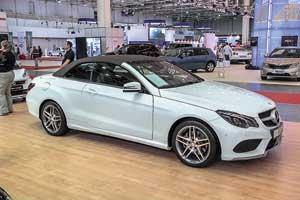 Новый Mercedes-Benz E-Class был представлен сразу в двух кузовах– кабриолет и седан. Варсенале новинки широкая гамма моторов мощностью от 170 до408л.с.