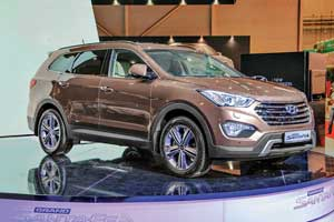 7-местный Hyundai Santa Fe Grand пополнит модельную гамму популярных недорожников марки. У дилеров новинка появится нынешней осенью. Цены будут объявлены ближе к началу продаж.