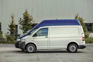 Микроавтобусы Т5 предлагались вдвух исполнениях– со стандартной (3000 мм) и удлиненной (3400 мм) колесной базой, а также тремя вариантами крыши: низкой (1970мм), средней (2160мм) и высокой (2460мм).