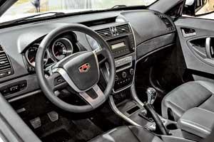 В базовой комплектации Emgrand X7– электроподогрев передних кресел, кондиционер, аудиосистема, гидроусилитель руля, две подушки безопасности и другие опции.