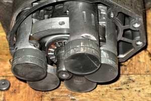 Отсутствие или малый уровень хладагента способствует ухудшению компрессора кондиционера и его заклиниванию.