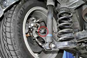 В тормозной системе со временем может выйти их строя электроразъем подключения датчиков ABS (чаще– задних).