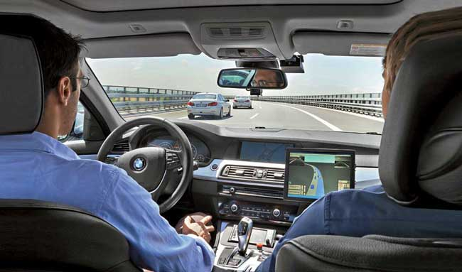 В автомобиле BMW, обходящемся без водителя, мы катались в окрестностях Мюнхена.