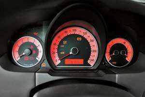 На авто 2008–2009 г. в. отмечены проблемы с блоком управления внутренним оборудованием BSM, что приводит к мерцанию подсветки щитка приборов.