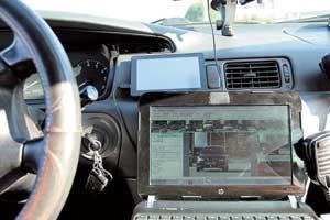 Все фотофакты зафиксированных превышений скорости через сотовую связь передаются на ноутбук, находящийся впатрульной машине ГАИ или на стационарном посту ДПС.