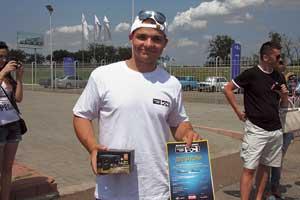 Самый молодой участник Сергей Быковский получил поощрительный приз от компании Mystery – видеорегистратор.