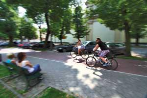 Облегчают долю туриста вКракове велосипеды, которые есть на автоматизированных стоянках в разных уголках исторического центра.