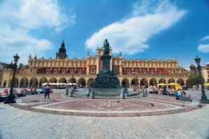 Рыночная площадь Кракова самая большая и красивая в городе. Именно здесь был средневековый рынок Европы.