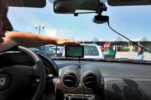 Навигатор Prestigio Grovision заранее инесколько раз предупреждалал онеобходимых маневрах.