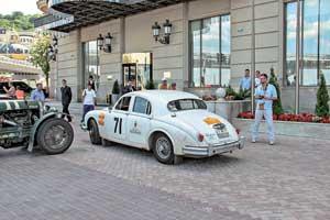 Не по-раллийному стильный Jaguar Mk1 (1959 г.) в молодости имел успехи на кольце.