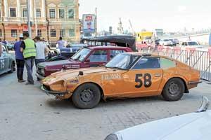 В Монголии Nissan Fairlady 240Z (1973 г.) «поймал крышу», но японцы  не оставили гонку.
