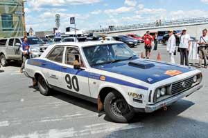 Триумфатору нынешней гонки 81год, его австралийскому седану LeylandP76 (V8, 4,4 л, 200л. с.)– 40 лет