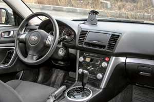 Салон Subaru выполнен из качественных отделочных материалов. Претензий к его износостойкости нет. Многие автомобили хорошо укомплектованы, и уровень оснащения выше, чему конкурента.