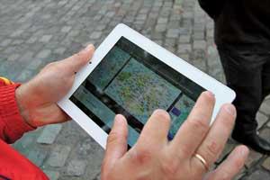 Для ориентации в пространстве свое местопребывание в Париже мы находили на карте планшета с3G-интернетом, зайдя на страничку maps.google.com.